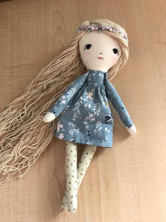boneca de pano linda
