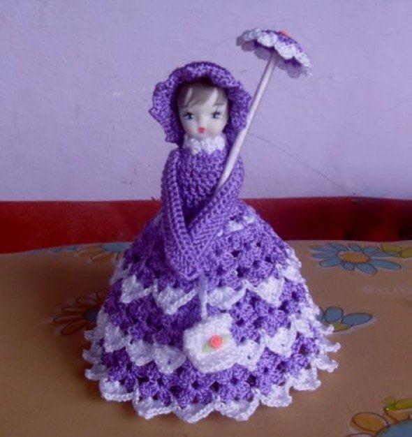 boneca de crochê com garrafa pet
