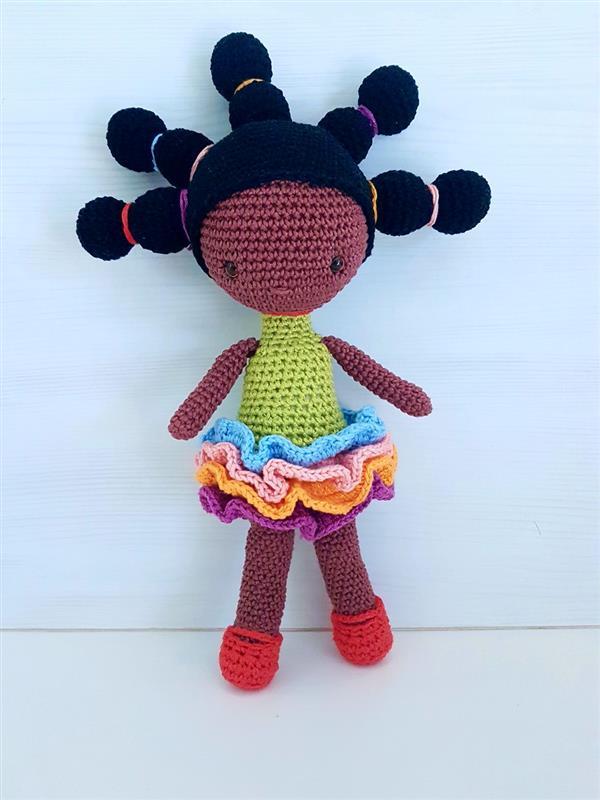 boneca de croche negra
