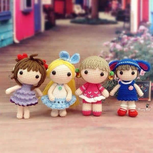boneca em croche pequena