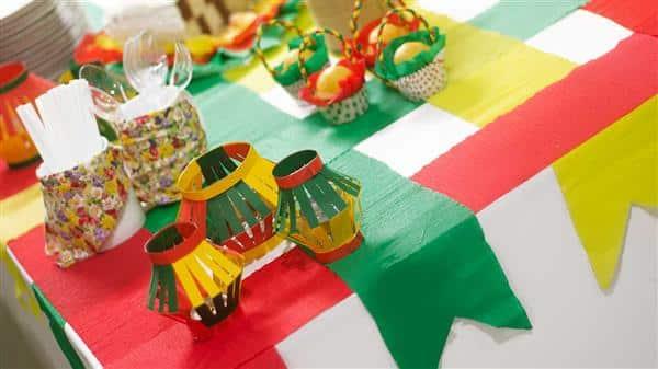Decoração de festa junina na escola