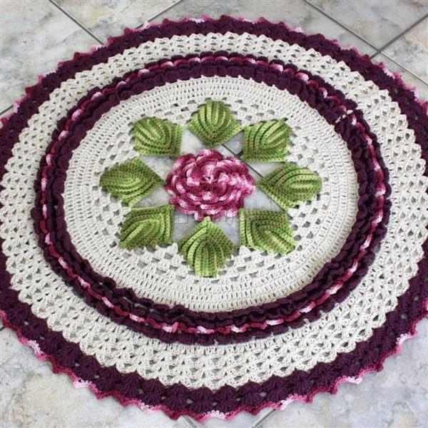 tapete de croche com flor no meio
