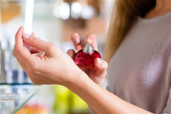 You are currently viewing Como Fazer Perfume Caseiro Passo a Passo