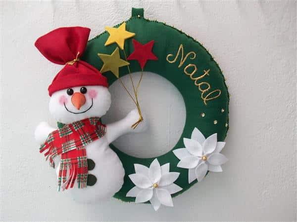 guirlanda verde com boneco de neve