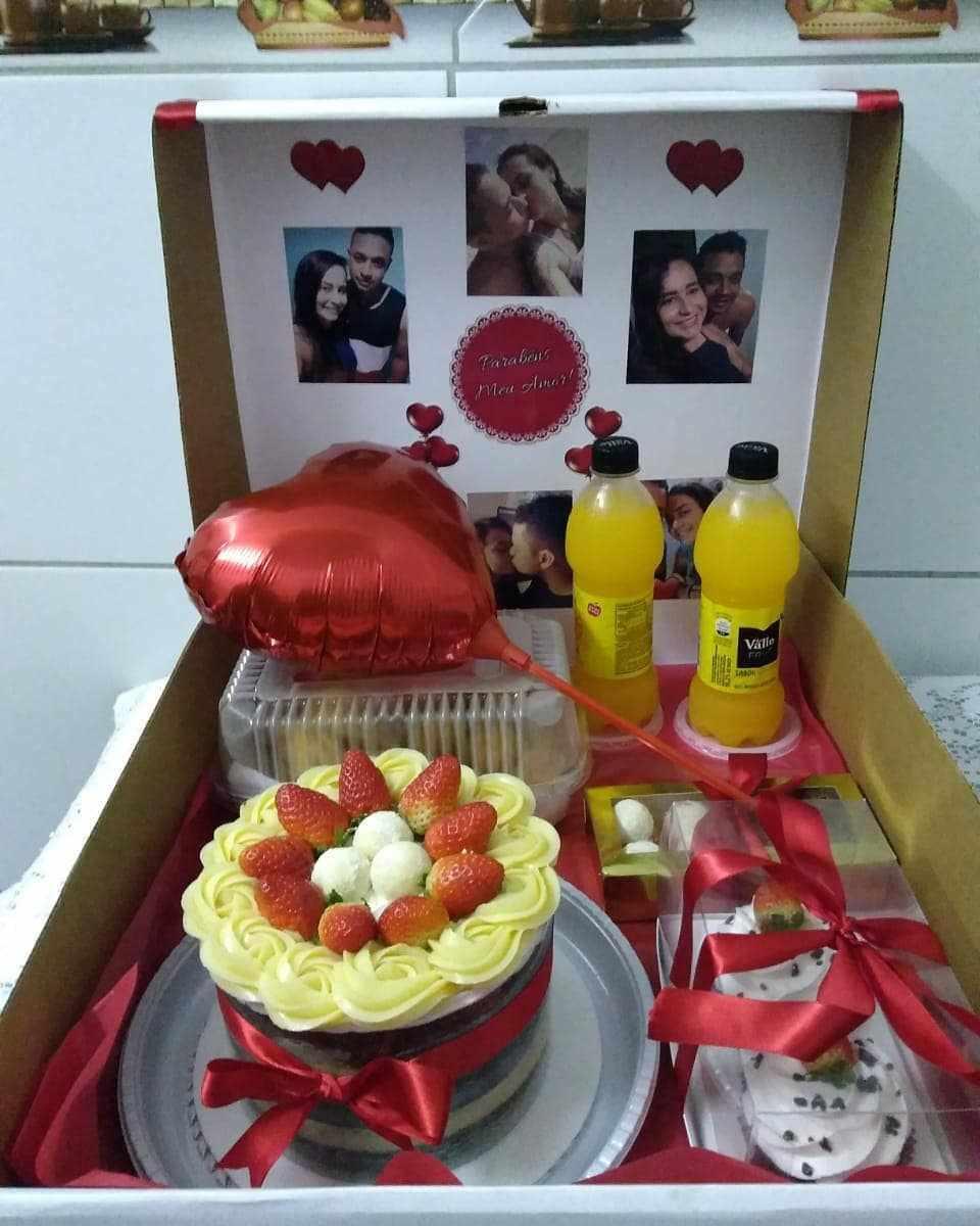 caixa decorada com fotos do casal