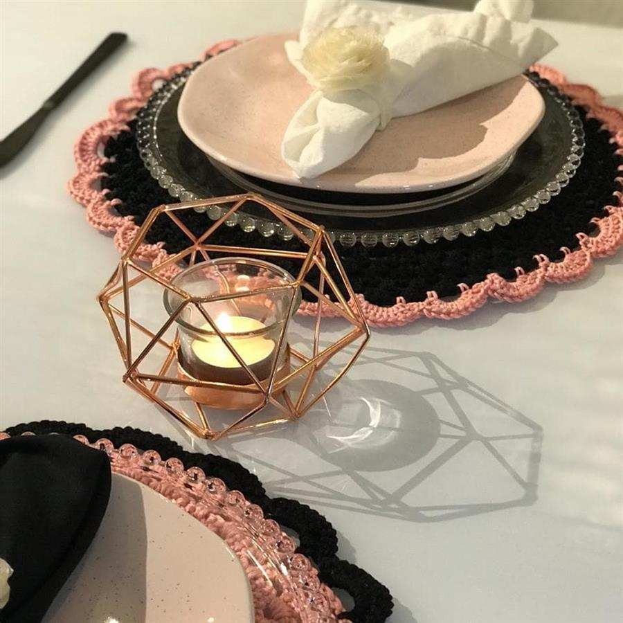 jogo preto e rosa para mesa chique