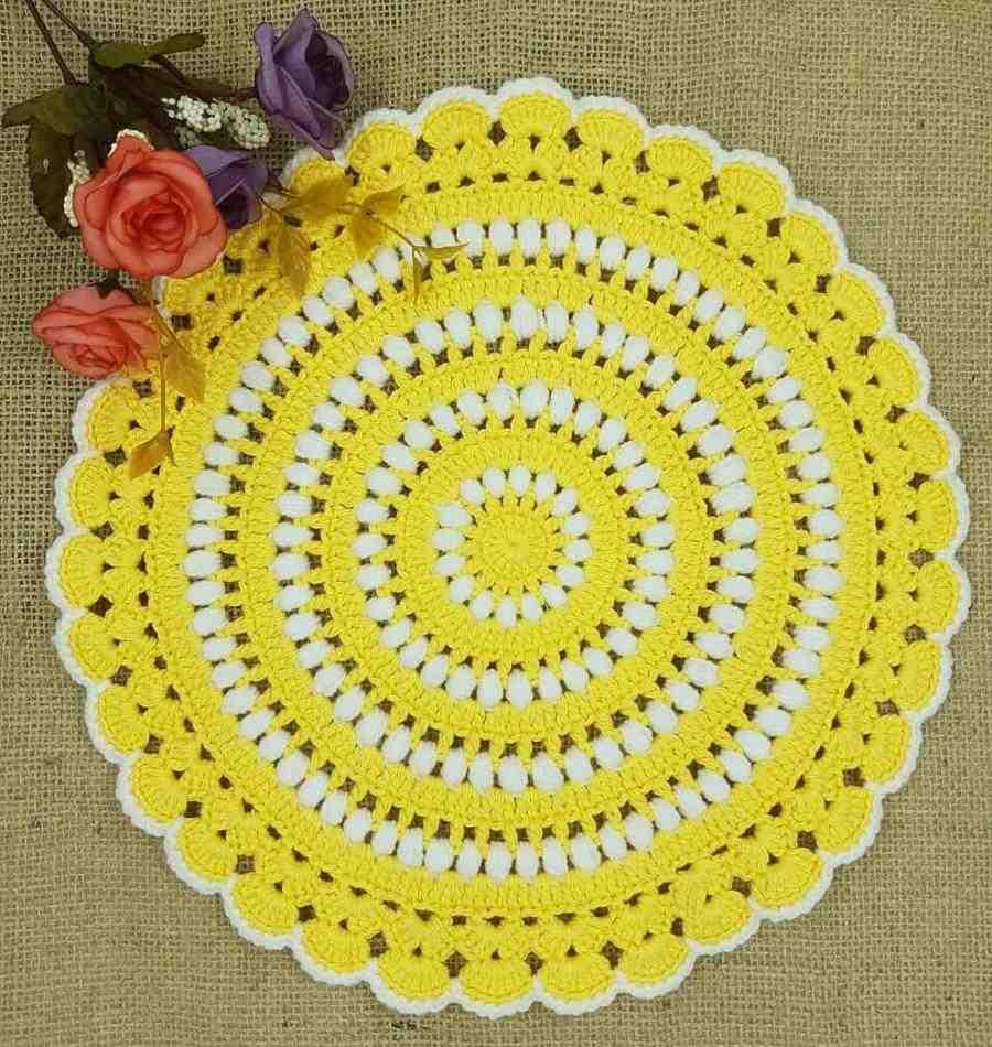 sousplat amarelo e branco