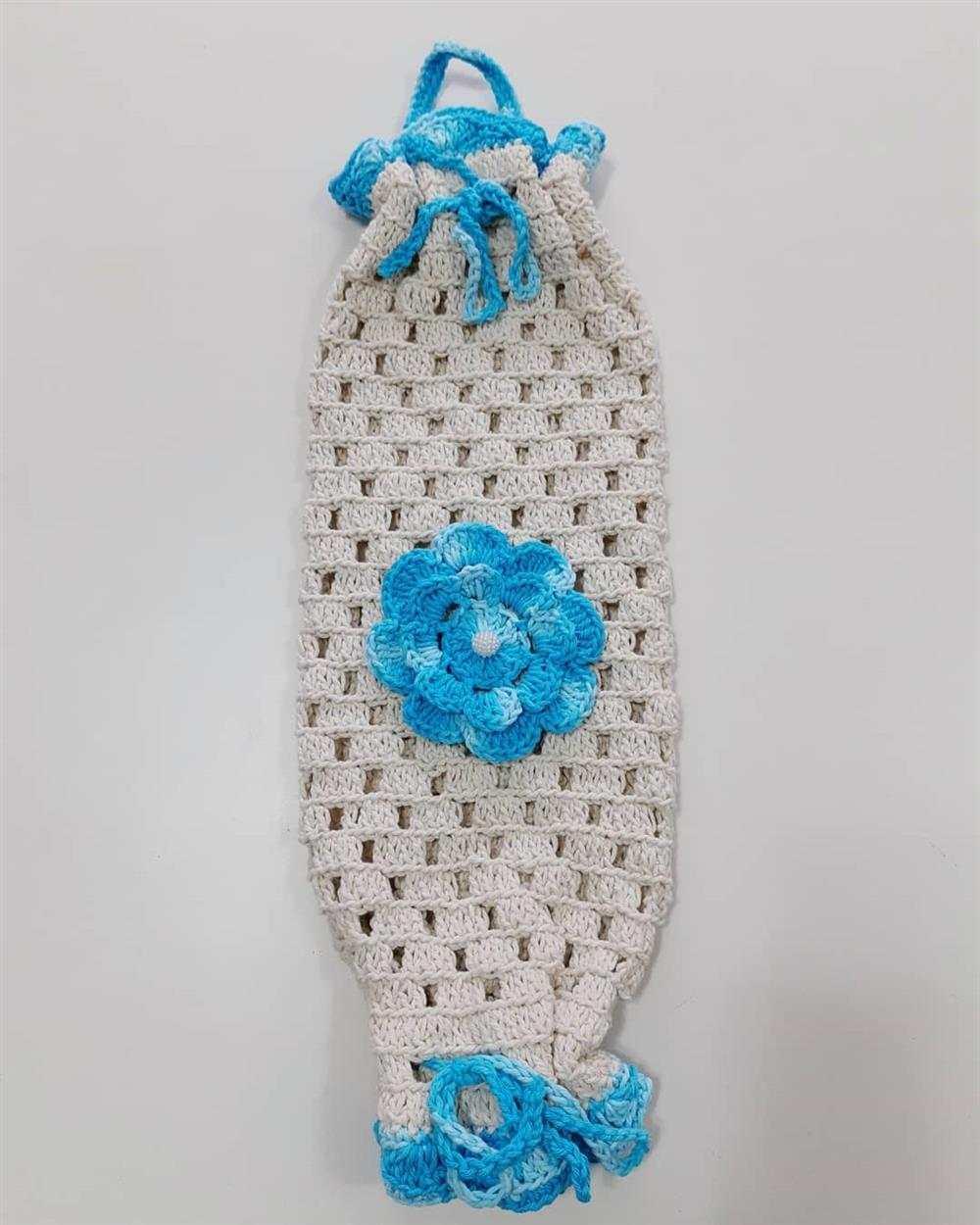 barbante cru e flor azul