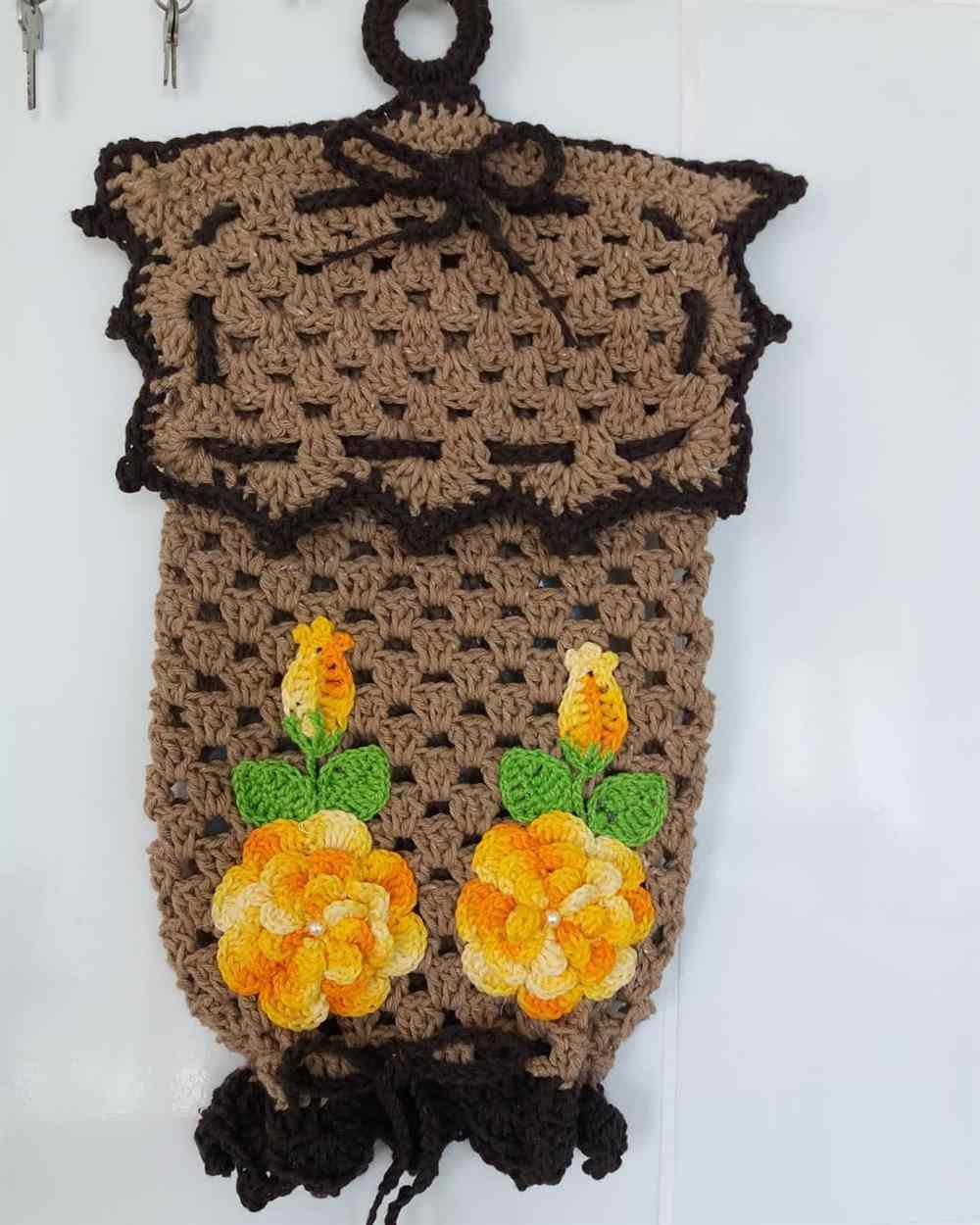 puxa saco com aplique de flores amarelas