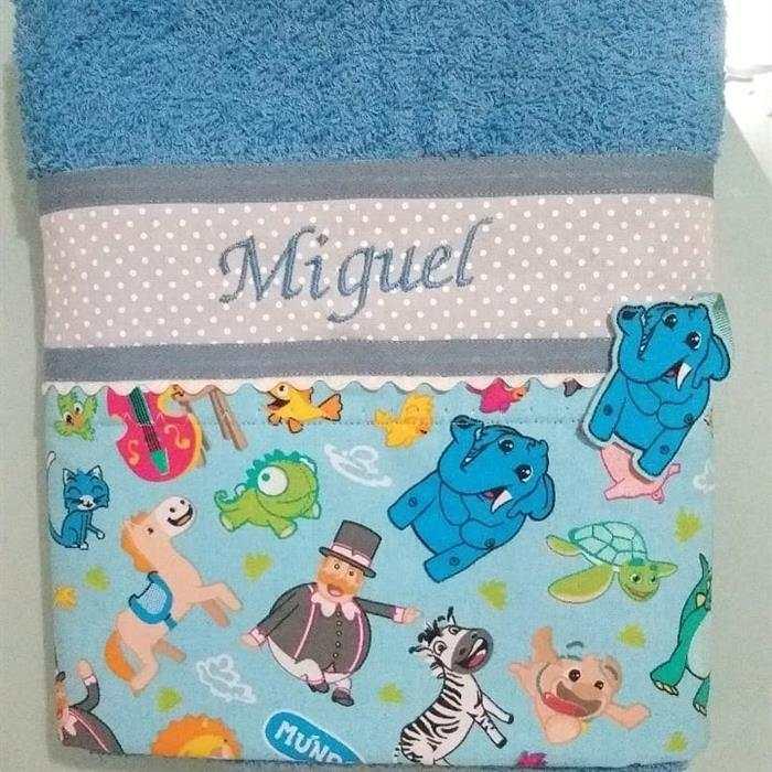 toalhas bordadas à máquina para bebê