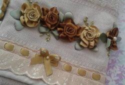 toalhas bordadas com fita de cetim