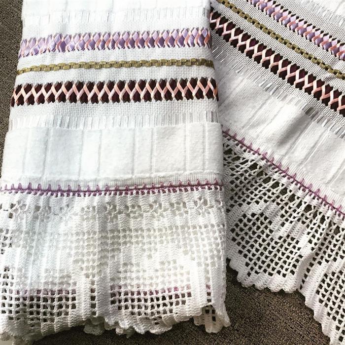 toalhas bordadas com fitas trançadas