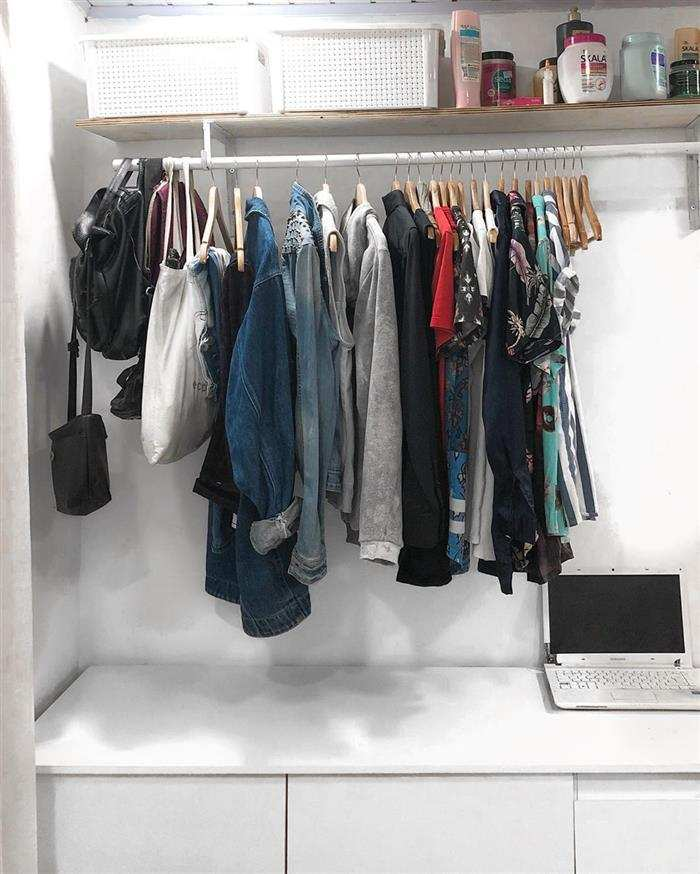arara de roupas de parede
