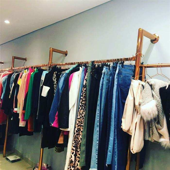 arara de roupas para loja
