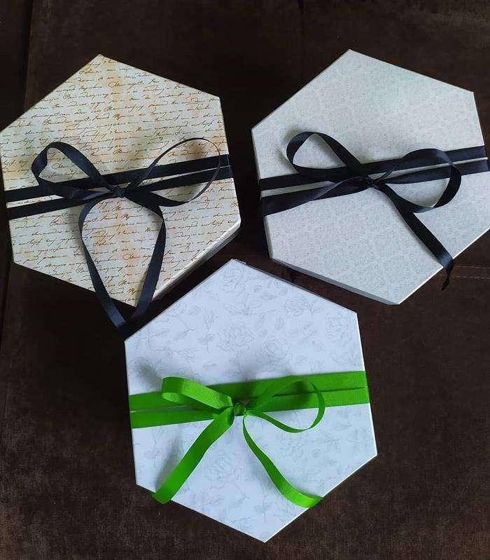 caixa de presente hexagonal