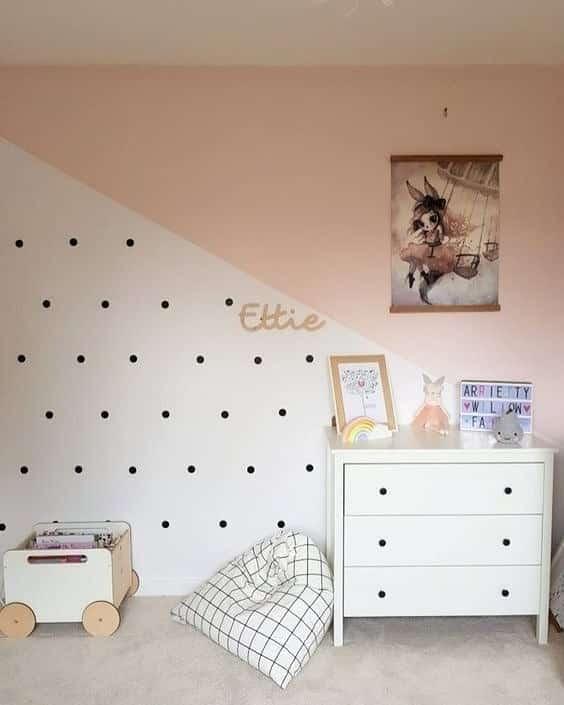 parede de quarto pintada com fita
