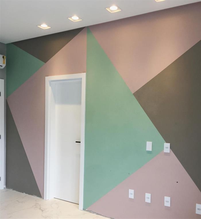 parede pintada com fita com cores claras