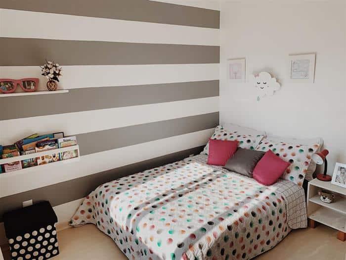 parede pintada com fita listras
