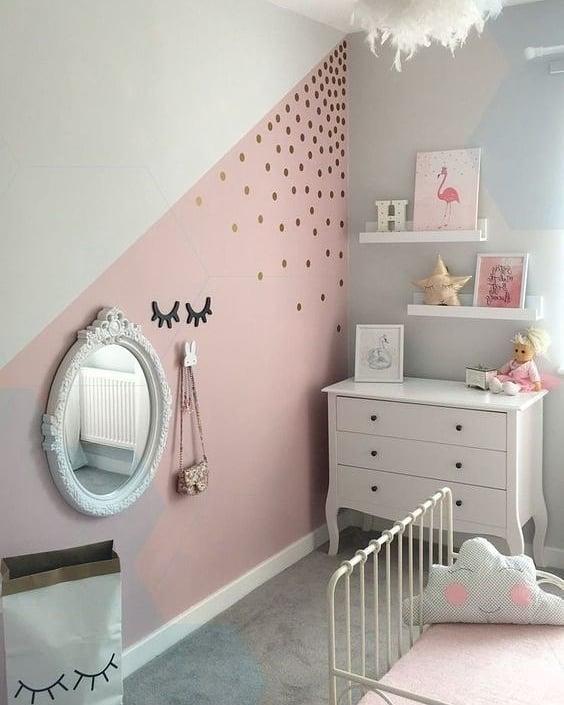 parede pintada com fita rosa