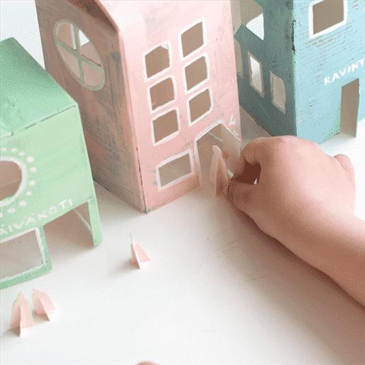 casinha para brincar feita com caixa de leite