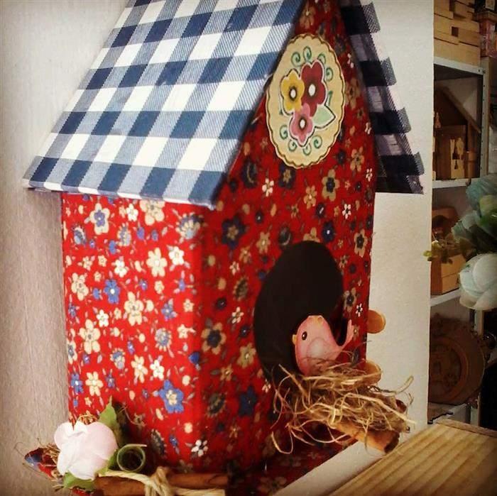 casinha de passarinho com caixa de leite