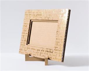 moldura de quadro com papelão