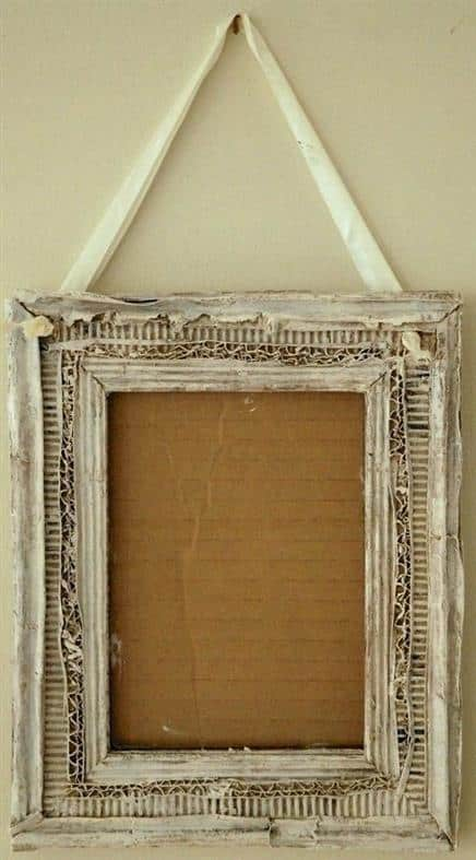 quadro de parede feito de papelão