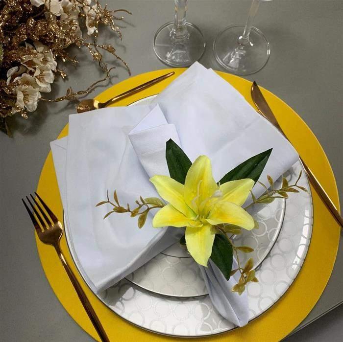 flor de lirios amarelo