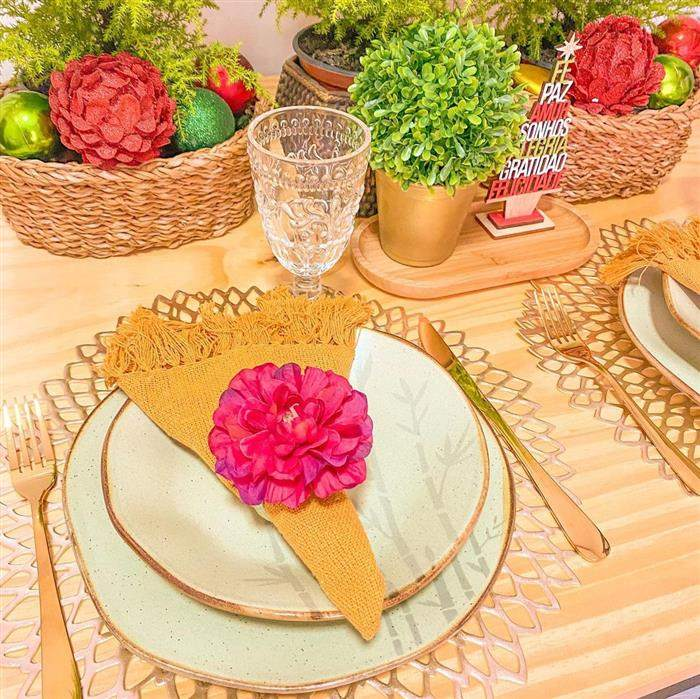 flor rosa grande no guardanapo