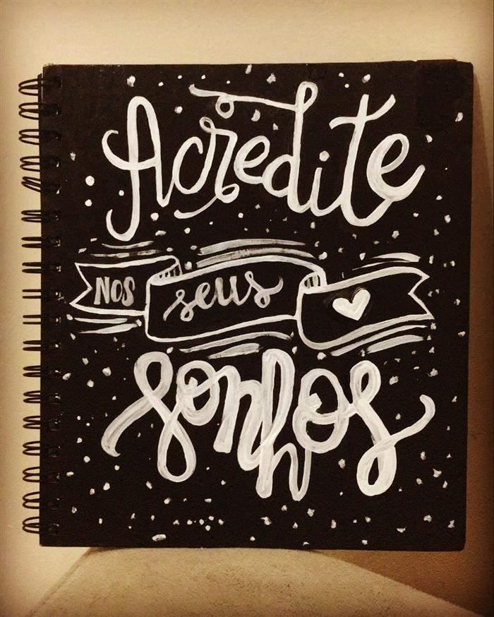 capa de caderno com lettering