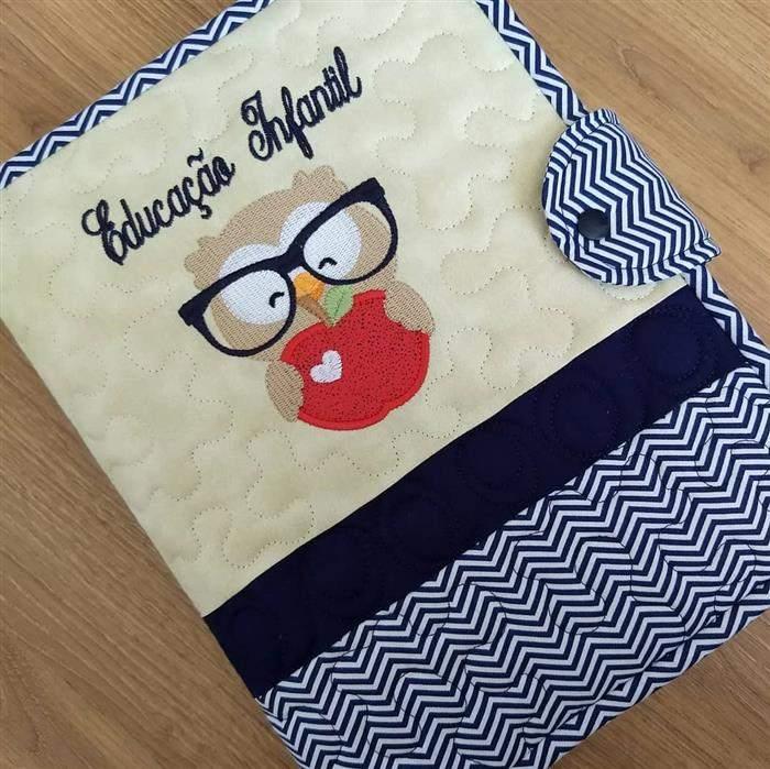 capa de caderno com tecido e fecho