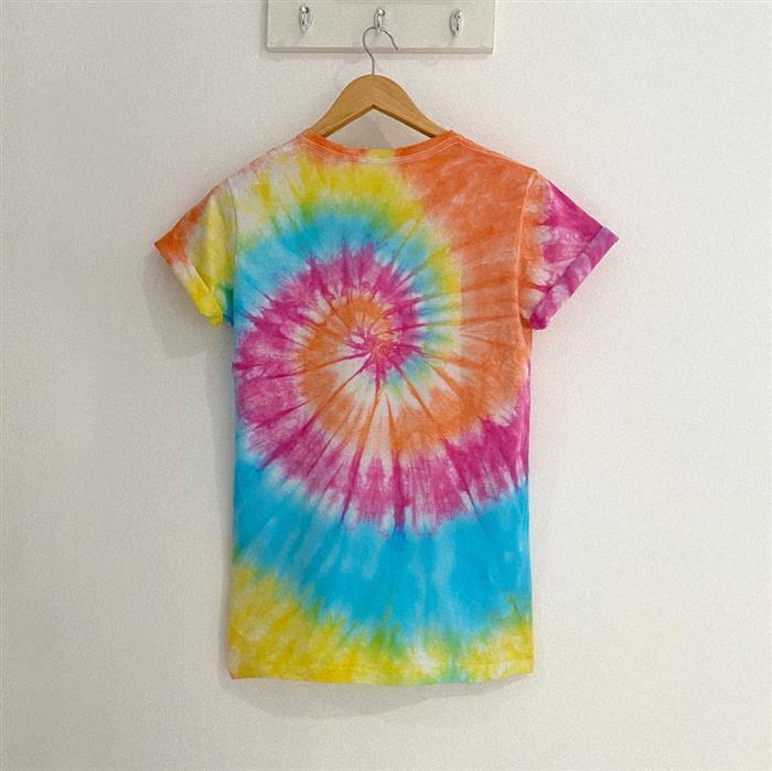 camiseta colorida tie dye