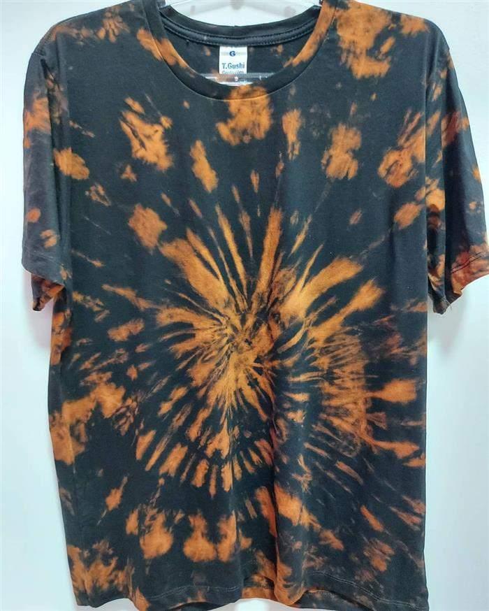 camiseta tie dye de uma cor