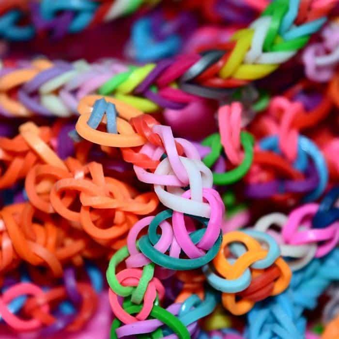 pulseira de elastico colorida