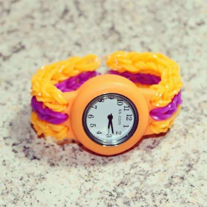 relógio com pulseira de liguinha