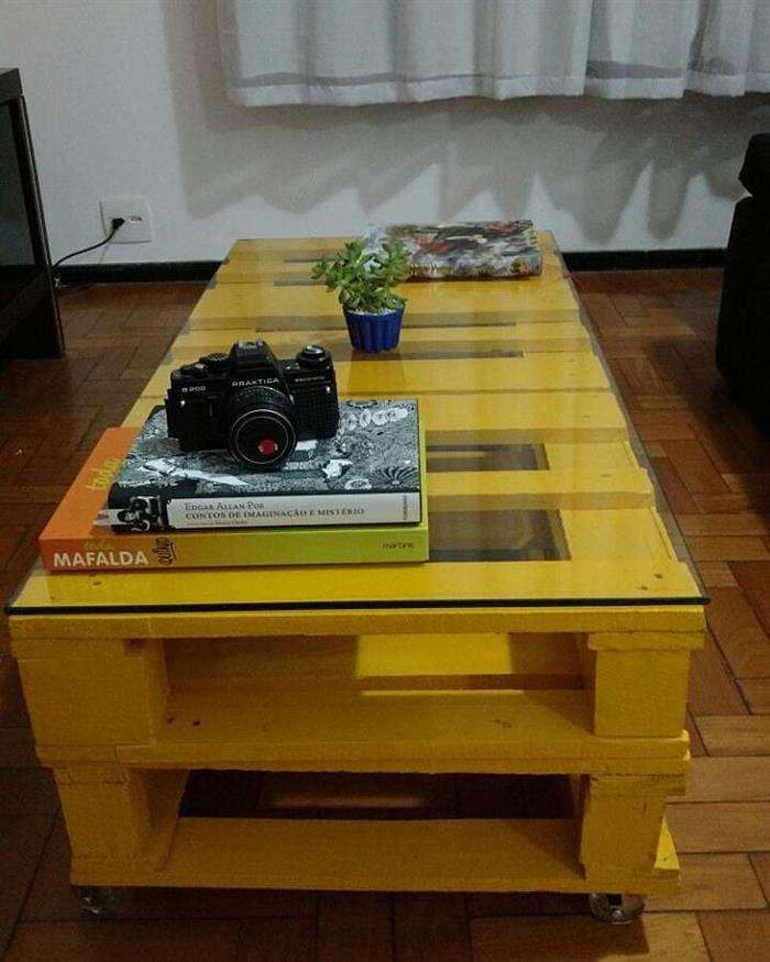 mesa de centro de paletes com vidro