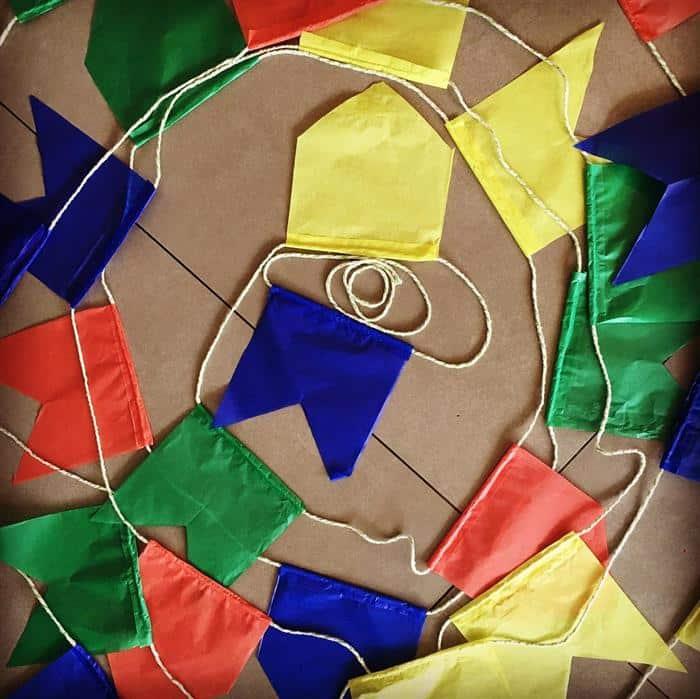 bandeirinhas de festa junina com papel seda