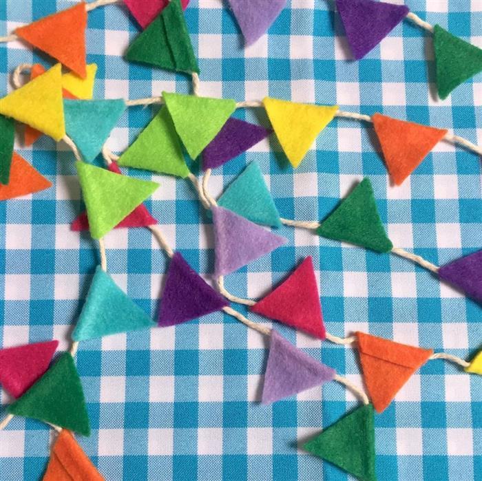 como fazer bandeirinha de festa junina pequena
