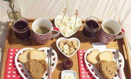 Como fazer um café da manhã romântico e inesquecível