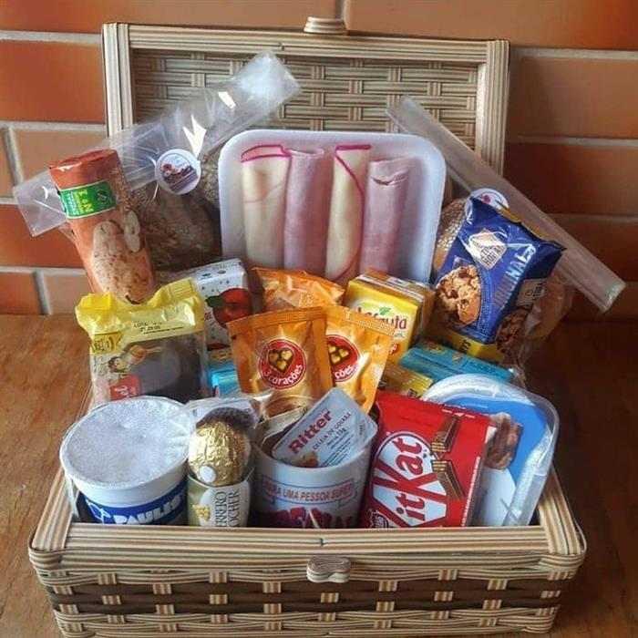 cesta de café da manhã romântico itens