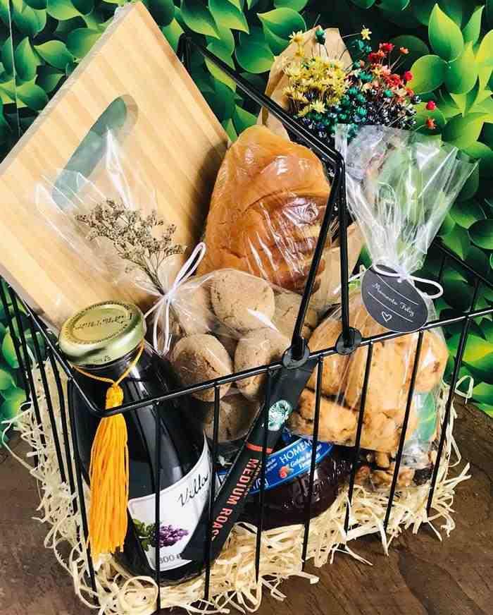 cesta de café da manhã romântico para homem
