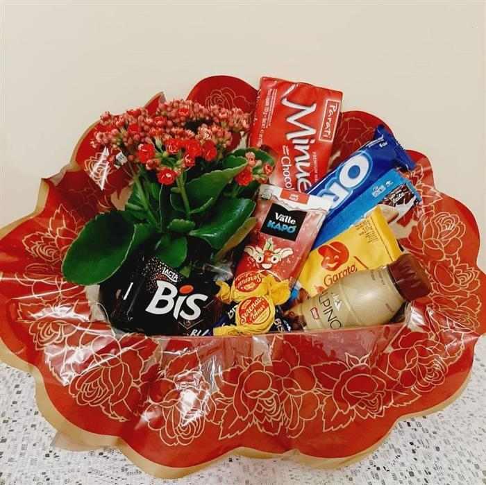 cesta romantica com flores