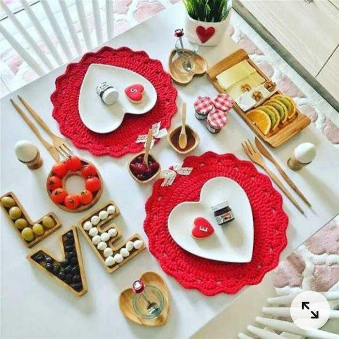 como fazer uma mesa de cafe da manha romantico