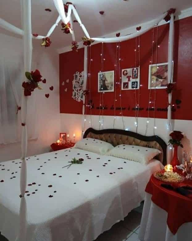 surpresa para namorado no quarto simples