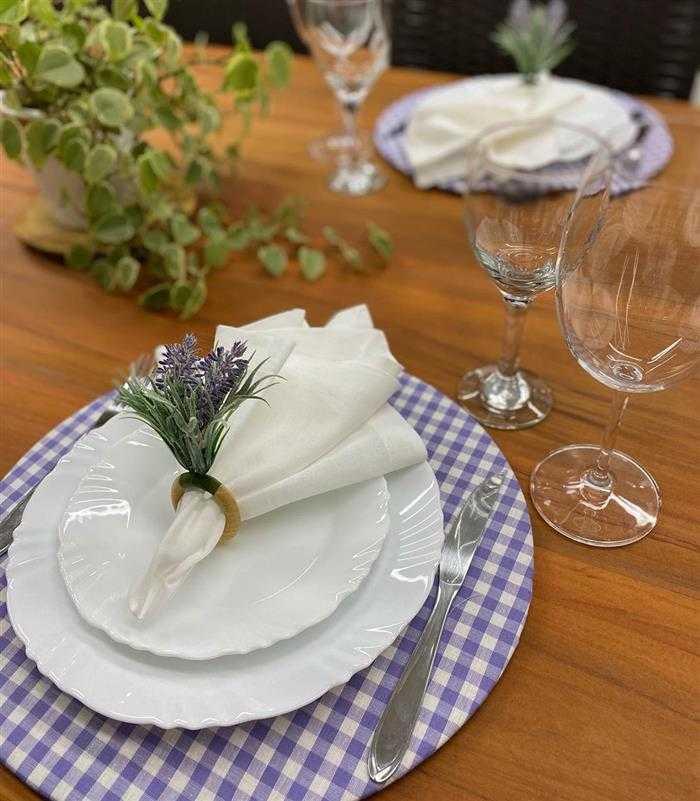 mesa posta com sousplat de tecido