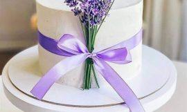 Bolos decorados com flores de papel ou naturais