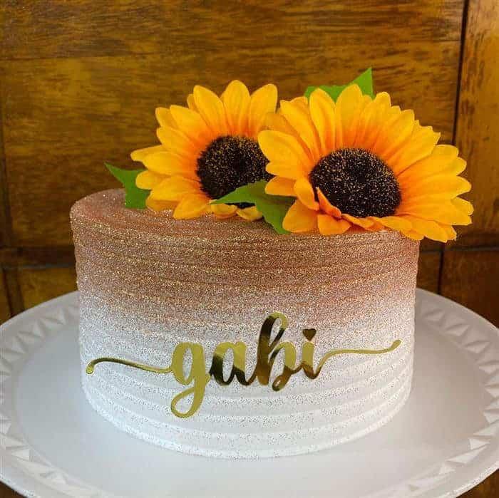 bolo com flores de girassol