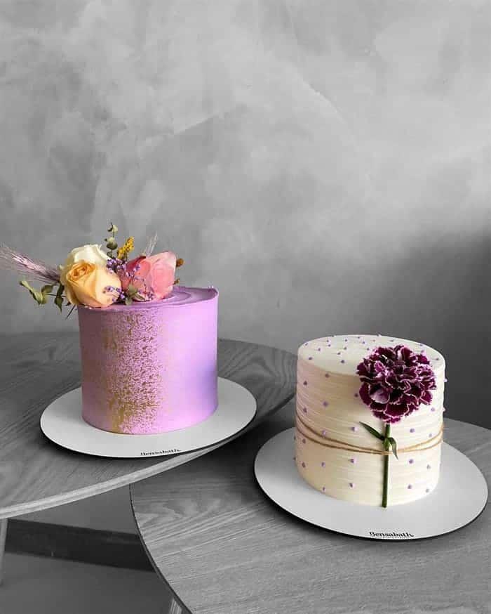 bolo com flores no meio