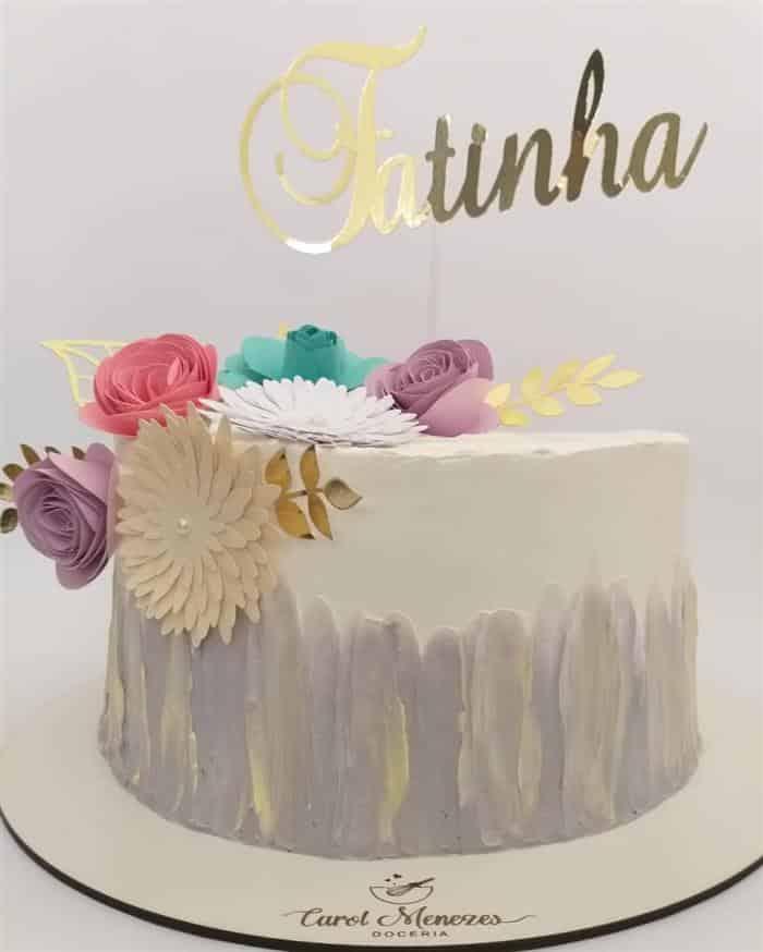 bolos com flor de papel