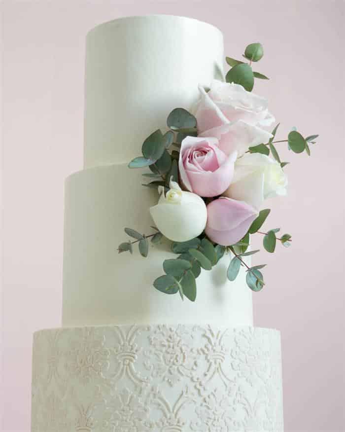 bolos com flores para casamento